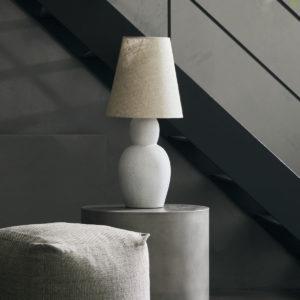 Lampa House Doctor. Artystyczna lampa z cementu z piaskowym abażurem - lampa stołowa skandynawska