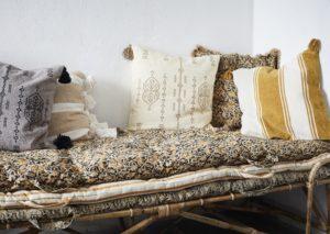 Skandynawskie poszewki na poduszki Madam Stoltz. Skandynawskie tekstylia.